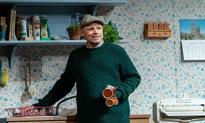 Rufus Hound as Tom in THE GOOD LIFE